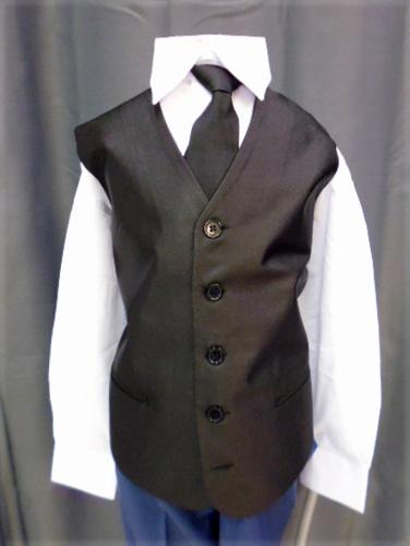 Gilet noir avec cravate ou nœud