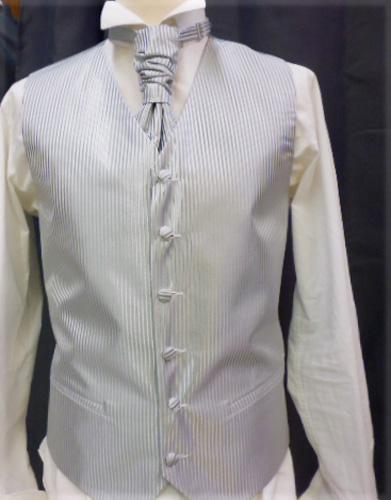 Ensemble gilet , cravalière et pochette gris 10539