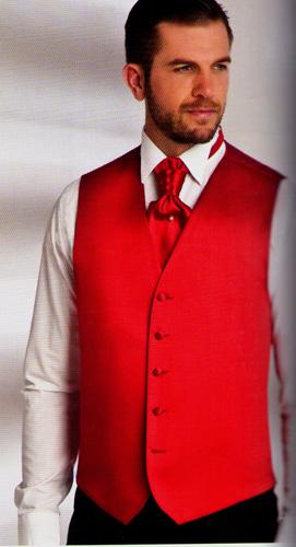Ensemble gilet cravalière et pochette satin rouge