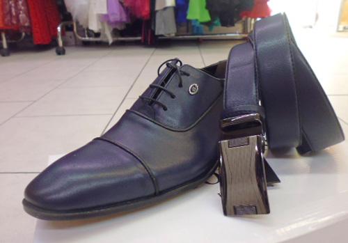 Chaussures et ceinture bleu-marine