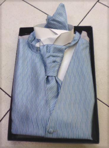 Gilet, cravalière et pochette bleu 1943-07